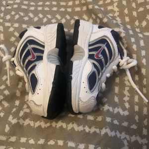 NIKE INFANT SNEAKERS SIZE 2C